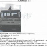 Autocarro  Iveco con cassone e gru