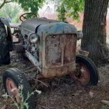 Trattore d'epoca Fordson Motore agricolo non funzionante