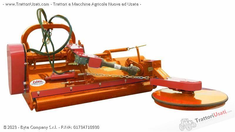 Foto Annuncio Trincia erba  - saturno con tastatore interfilare futura macchine agricole