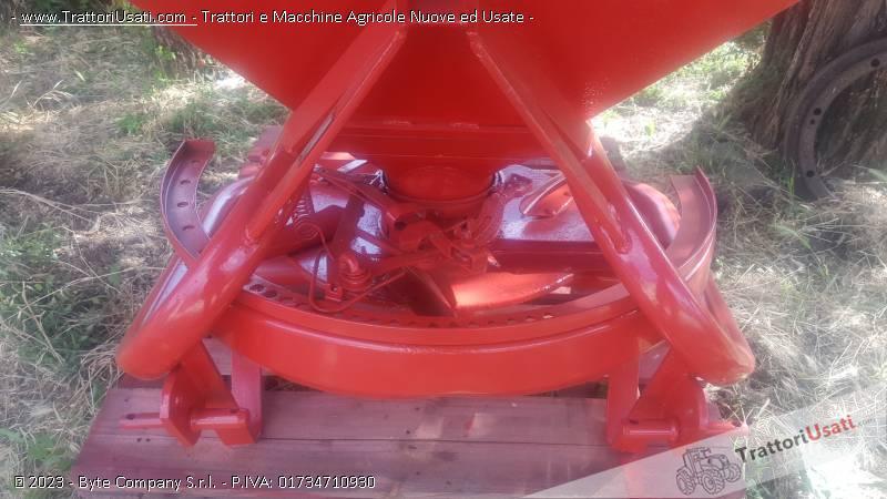 Spandiconcime  - vasca quadra 1250 lely 1