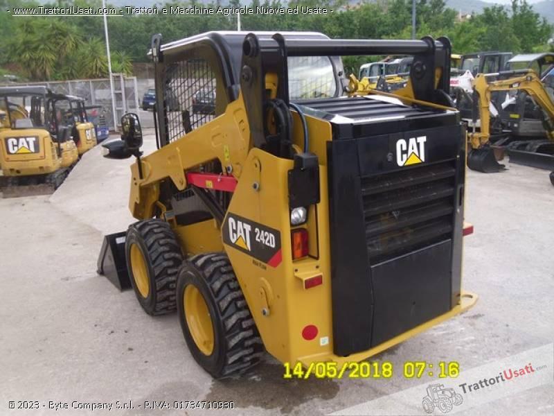 Pala  - 242d caterpillar 3