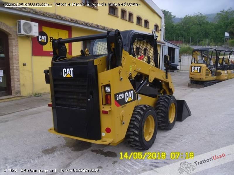 Pala  - 242d caterpillar 5