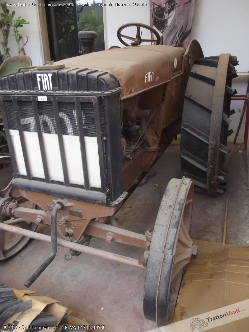 Trattore d'epoca fiat - 700 d ruote in ferro 0