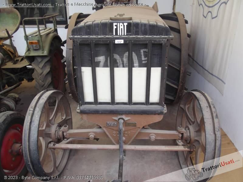 Trattore d'epoca fiat - 700 d ruote in ferro 1