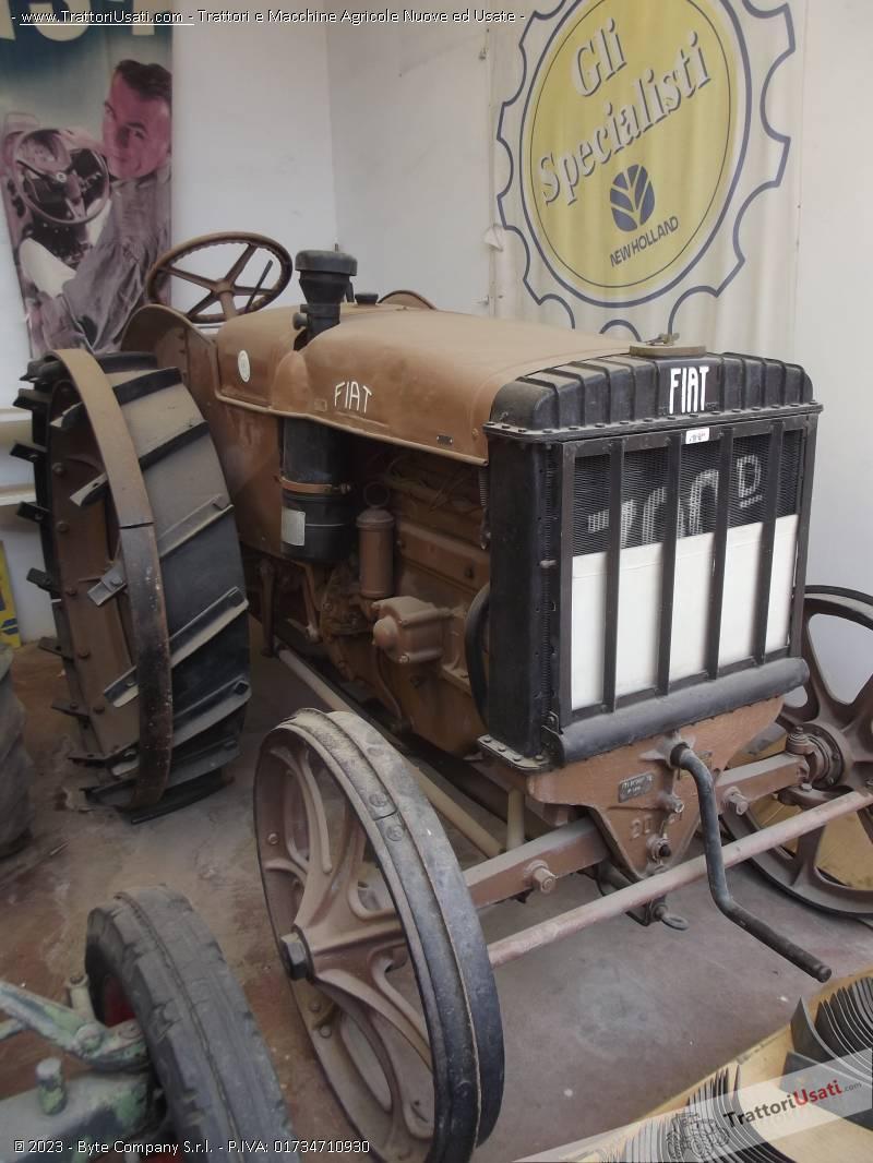 Trattore d'epoca fiat - 700 d ruote in ferro 2