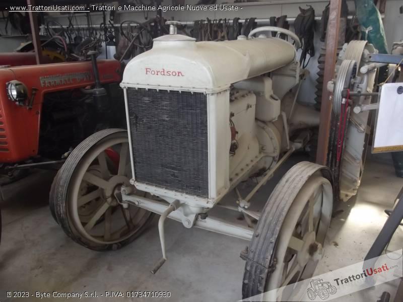 Trattore d'epoca fordson - n usa ruote ferro 0