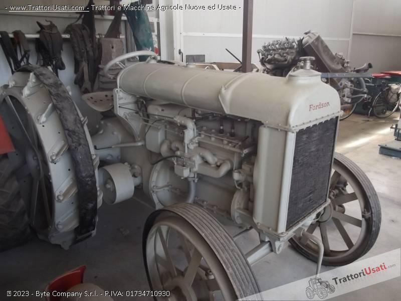 Trattore d'epoca fordson - n usa ruote ferro 1