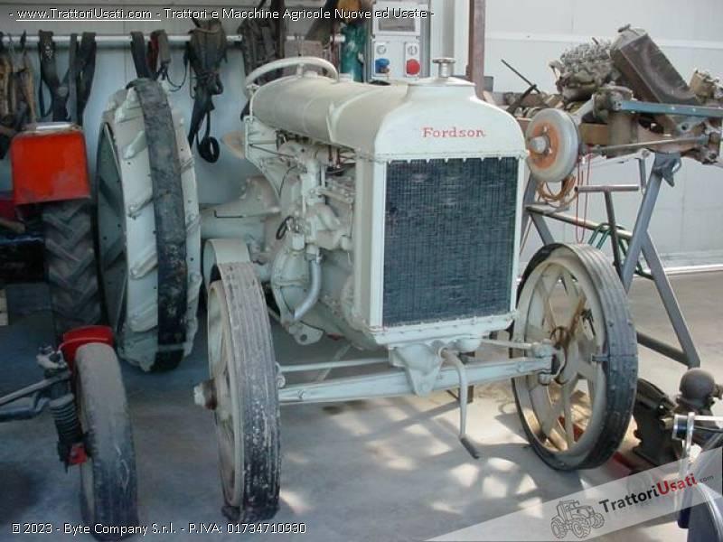 Trattore d'epoca fordson - n usa ruote ferro 3