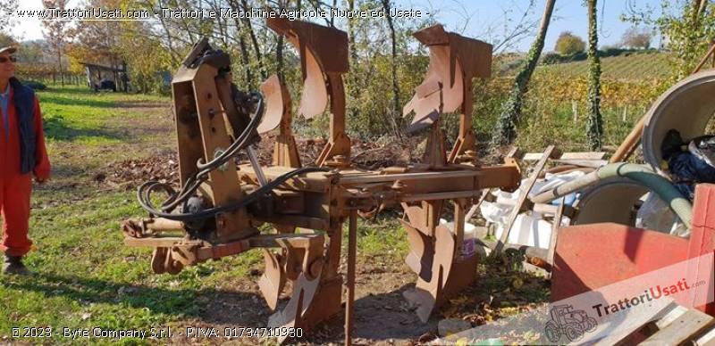 Aratro  - bivomere moro 1